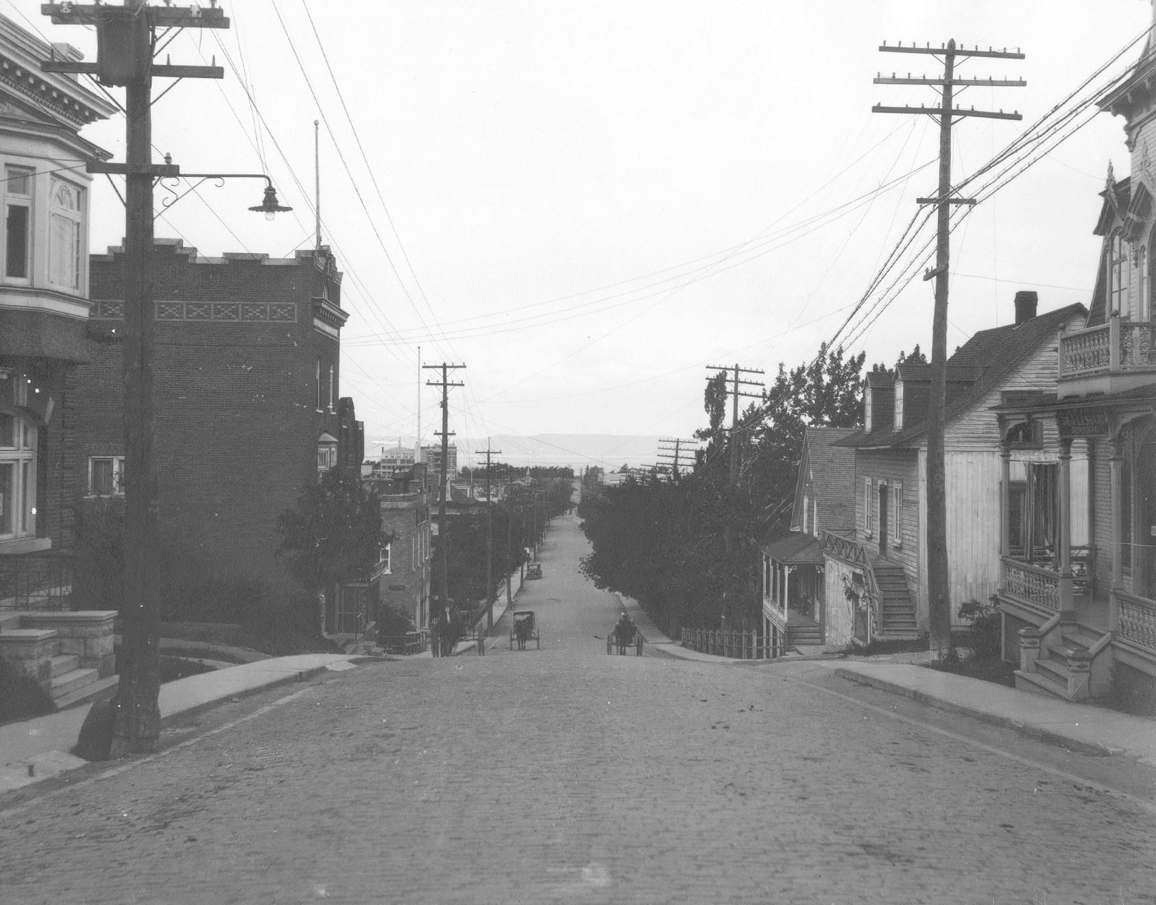 Vue Nord de la rue Lafontaine vers 1920. Archives de la Ville de Rivière-du-Loup.